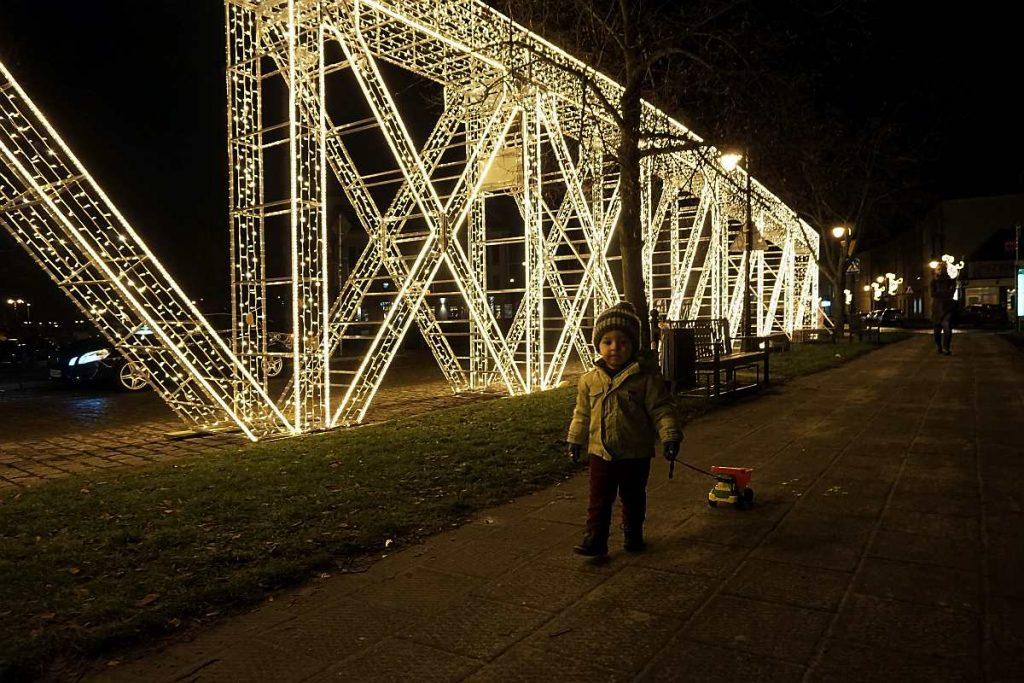 most na chwaliszewie iluminacja świąteczna
