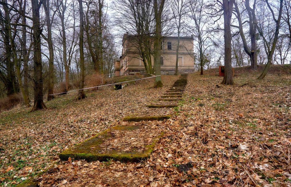ruiny pałacu w nieszawie