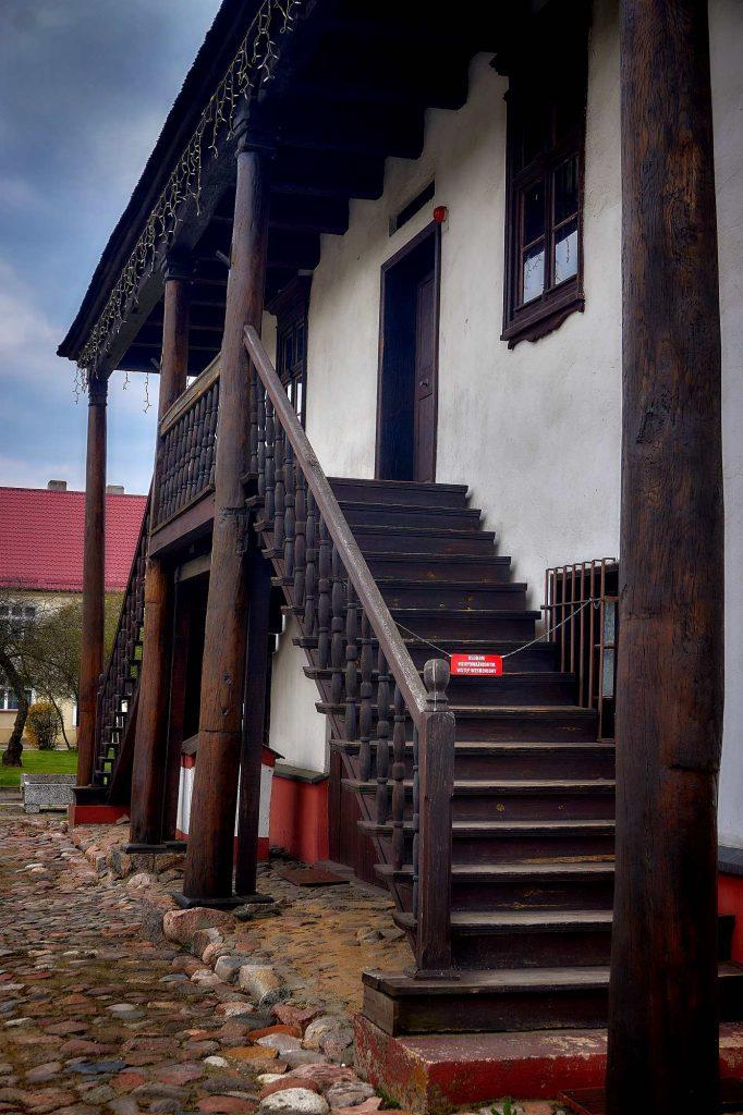 Jedyny w Polsce drewniany ratusz znajduje się w Sulmierzycach