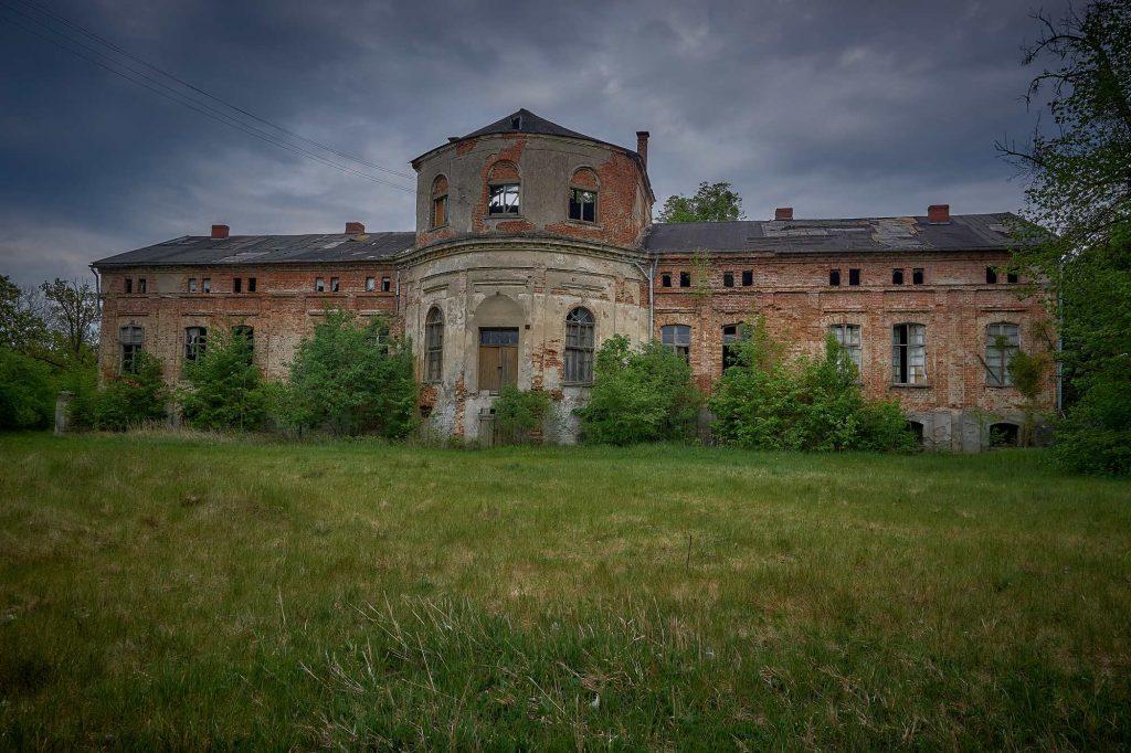 Ruiny pałacu w Wełnie